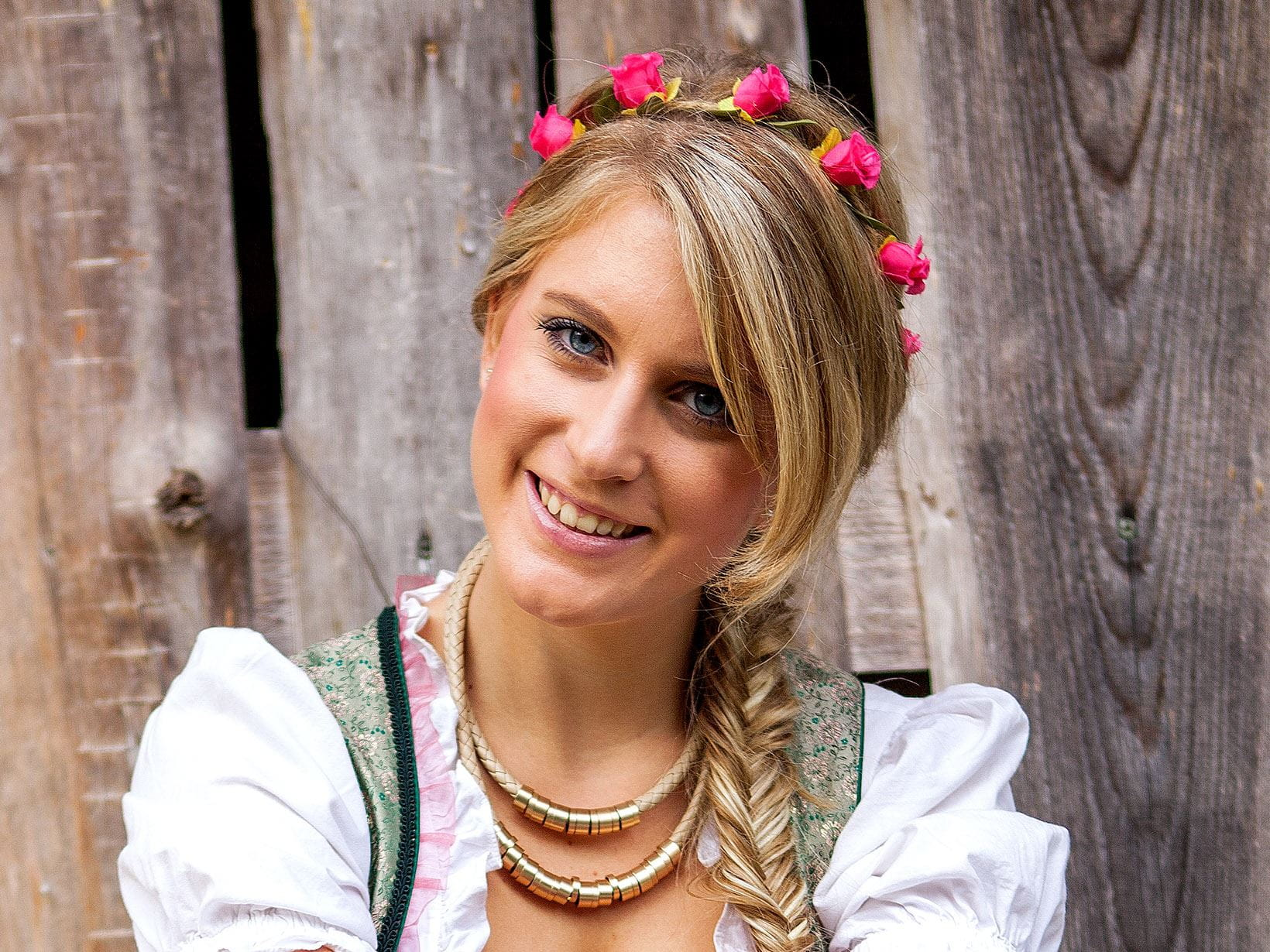 frisuren zum dirndl die besten looks f rs oktoberfest. Black Bedroom Furniture Sets. Home Design Ideas